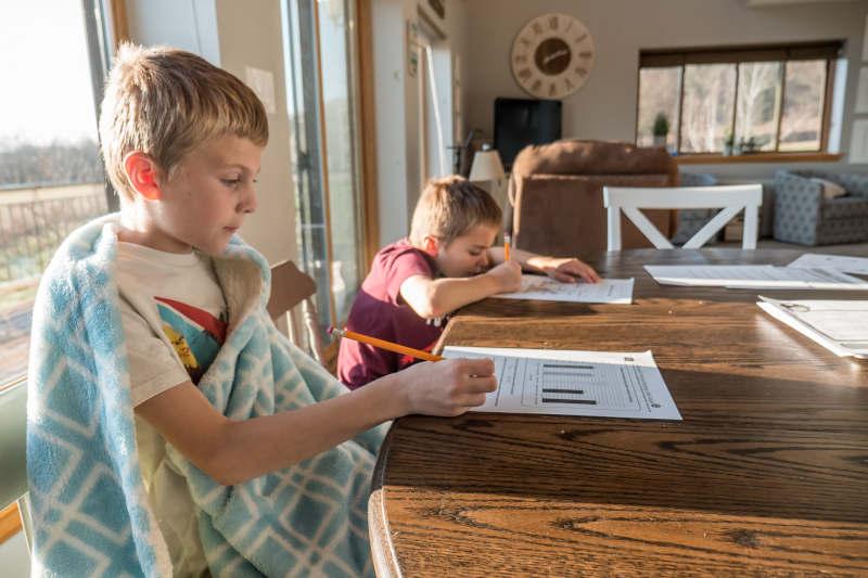 Dein Kind und Hausaufgaben passen nicht zusammen? Erfahre hier, wie dein Kind mit Leichtigkeit seine Hausaufgaben erledigt!